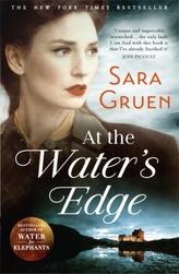 At the Water's Edge. Die Frau am See, englische Ausgabe
